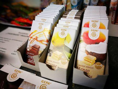 Faire Schokolade in mancherlei Variationen (Foto: Martin Dühning)
