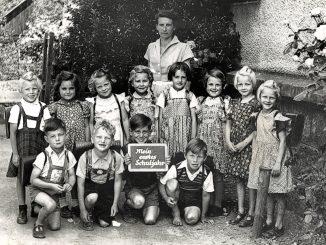 Ursula als Erstklässlerin der Grundschule Oberlauchringen 1953