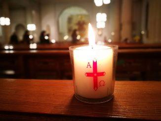 Eine Kerze aus der Osternacht 2018 in Herz-Jesu, Unterlauchringen (Foto: Martin Dühning)