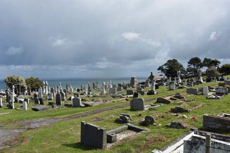 Gräber mit Meerblick auf die Irische See (Foto: Martin Dühning)