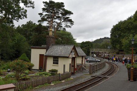 Die Bahnstation von Tan-y-Bwlch, hier kreuzen entgegenkommende Züge und die Lokomotiven werden nochmals aufgetankt (Foto: Martin Dühning).