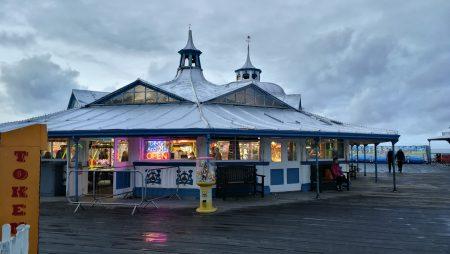 Spielhalle auf dem Llandudno Pier (Foto: Martin Dühning)