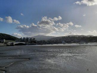 Panoramablick auf die Stadt Conwy und die gleichnamige Festung (Foto: Martin Dühning)