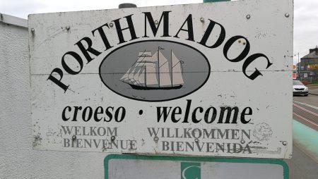 Willkommensschild in Porthmadog (Foto: Martin Dühning)