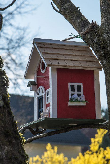Die erneuerte Version unseres roten Schwedenvogelhäuschens (Foto: Martin Dühning)