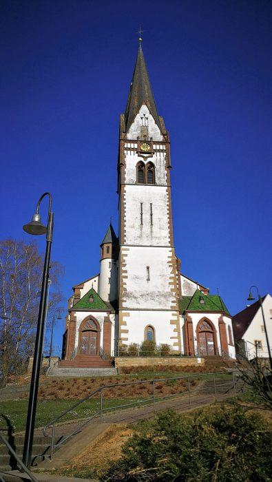 Kirche Peter und Paul in Grießen am Palmsonntag 2020 (Foto: Martin Dühning)