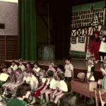 """Schlussszene des Theaterstücks """"Fitzliputz"""" in Oberlauchringen 1984/1985 (Foto: unbekannt)"""