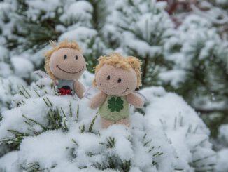 Kara und Luisa im Schnee (Foto: Martin Dühning)
