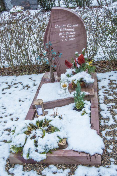 Das Grab meiner Mutter Ursula Dühning am Neujahrstag 2021 (Foto: Martin Dühning)